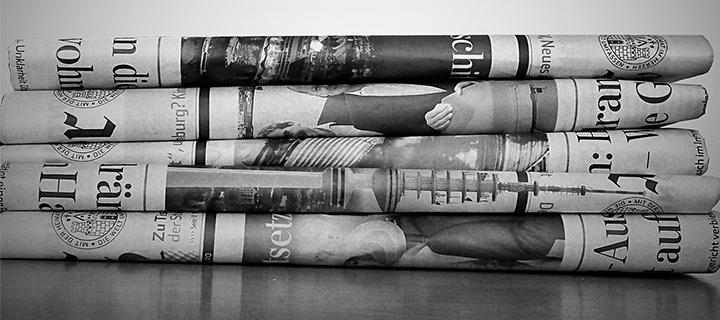 Abbildung eines Stapels mit Tageszeitungen